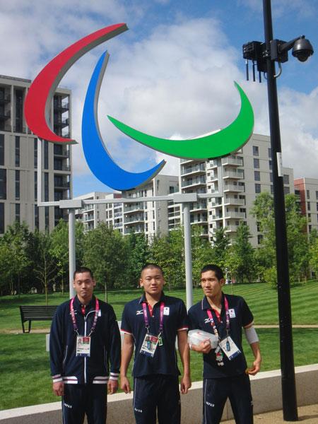ロンドン2012パラリンピック 選手村にて(左から、津川選手、長尾選手、田中選手)