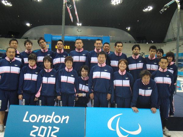 ロンドン2012パラリンピック 競技会場にて(水泳競技日本チーム集合写真)